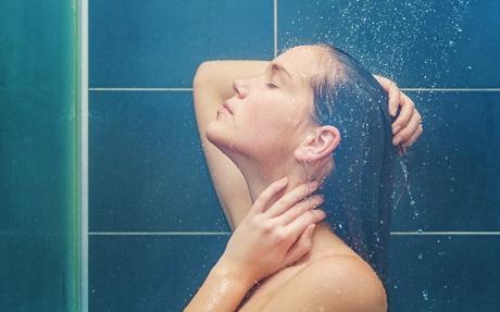 Контрастный душ для восстановления энергии