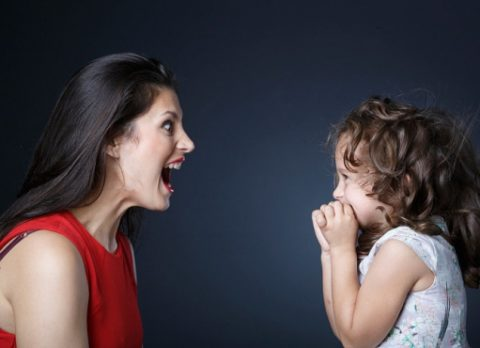 Крик на ребенка